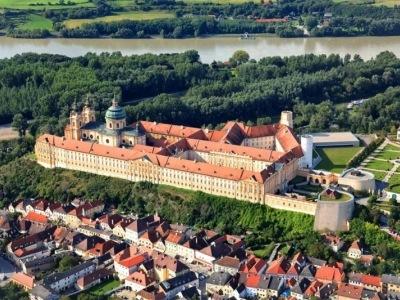 Romantické údolí Wachau s plavbou po Dunaji a návštěvou Vídně