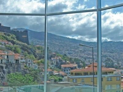 Four Views Baía