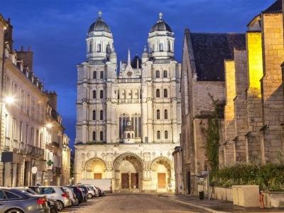Burgundsko a Champagne - víno a katedrály