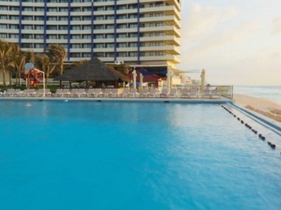 Crowne Paradise Club Cancun
